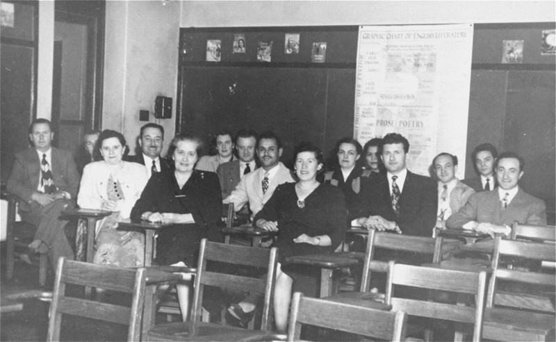 A class for new immigrants in the United States. Postwar. [LCID: 03543]
