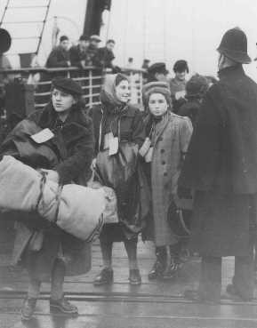 Jewish refugee children—part of a Children's Transport (Kindertransport)—from Vienna, Austria, arrive at Harwich. [LCID: 73340]