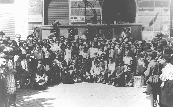 "<p>Jewish children leaving for a summer camp organized by the ""Yiddisher Shul Verein"" (Yiddish school association). Chernovtsy, Romania, ca. July 1933.</p>"