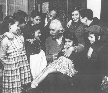 Albert Einstein welcomes a group of European Jewish refugee children who have immigrated to the United States.