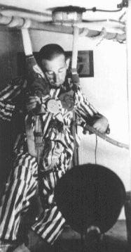 """<p>A prisoner in a compression chamber loses consciousness before dying during a <a href=""""/narrative/3000/en"""">medical experiment</a> simulating high altitudes. Dachau Concentration Camp, Germany, 1942.</p>"""