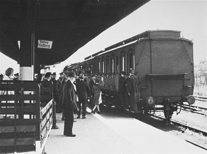 <p>Deportation of German Jews from Hanau to Theresienstadt. Hanau, Germany, May 30, 1942.</p>