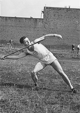 <p>A Jewish athlete practices throwing a javelin. Germany, 1933-1938.</p>