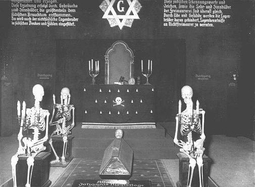 """An antisemitic and anti-Masonic display at the exhibition """"Der ewige Jude"""" (The Eternal Jew), which sought to establish a connection ... [LCID: 66060]"""