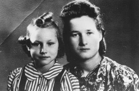 Stefania Podgorska (right), pictured here with her younger sister Helena (left), helped Jews survive in German-occupied Poland. [LCID: 89799]
