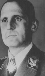 <p>Heinrich Müller, chef de la Gestapo, la police secrète d'Etat du Troisième Reich. Lieu et date inconnue.</p>