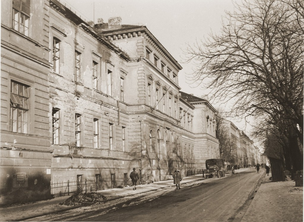 """<p>After World War II, the <a href=""""/narrative/53436"""">Rothschild hospital</a> in Austria was primarily concerned with the rehabilitation of sick <a href=""""/narrative/6365"""">displaced persons</a>. It also served as a lager for political prisoners and as a hostel for 600 refugees.</p>"""