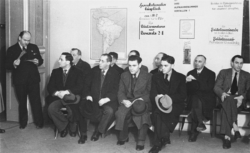German Jews, seeking to emigrate, wait in the office of the Hilfsverein der Deutschen Juden (Relief Organization of German Jews). [LCID: 66970]
