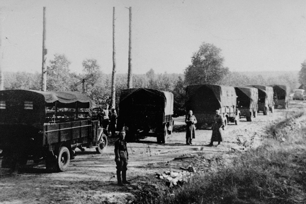 Prisoners being transported from Pawiak prison to be executed by firing squad in the Palmiry forest. [LCID: 50643]