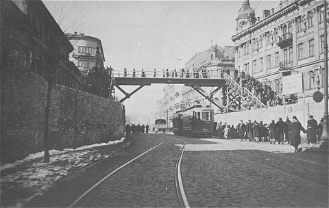 <p>Footbridge over Chlodna Street, connecting two parts of the Warsaw ghetto. The street below was not part of the ghetto. Warsaw, Poland, date uncertain.</p>