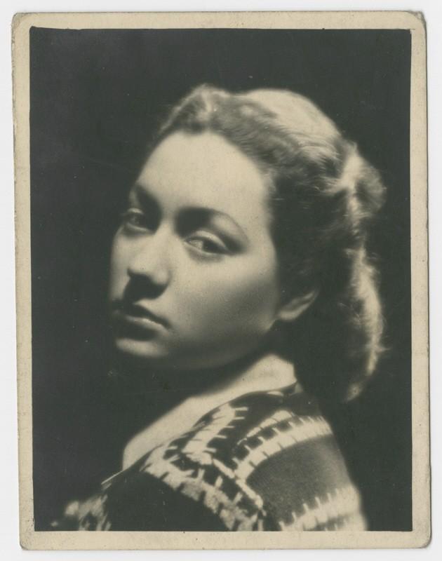 Close-up portrait of Miriam Wattenberg (Mary Berg). [LCID: 75308]