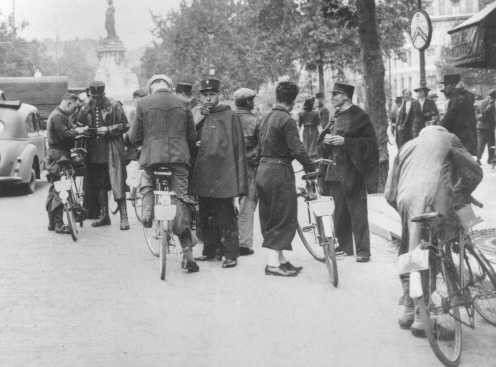 "<p>French police check the identity cards of pedestrians during the roundup of Jews on the Boulevard Voltaire (near the Place de la Republique) in <a href=""/narrative/6033/en"">Paris</a>, France, August 20, 1941.</p>"
