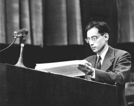 <p>المدعي العام جايمس م. مكهاني خلال محاكمة الأطباء. نورنبرغ, ألمانيا من9 ديسمبر 1946 إلى 20 أغسطس 1947.</p>