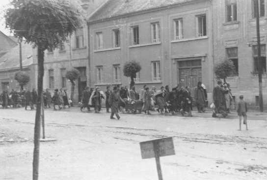 <p>Zsidók deportálása. Kőszeg, Magyarország, 1944.</p>