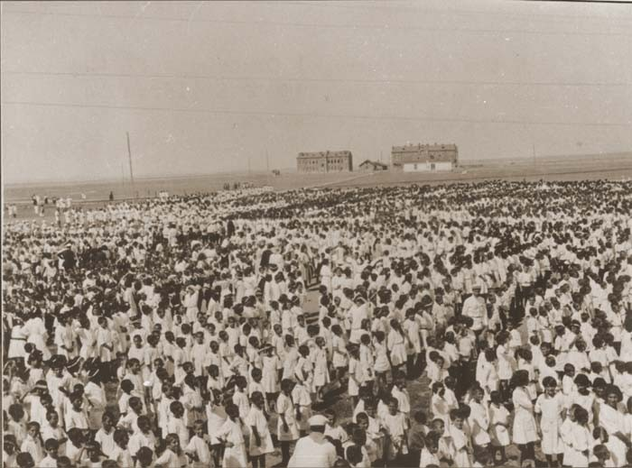 A group of 1,500 Armenian children at a refugee camp of the Near East Relief organization in Alexandroupolis. [LCID: 34264]