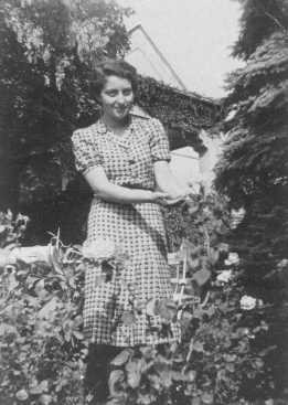Hannah Szenes, in the garden of her Budapest home before she moved to Palestine and became a parachutist for rescue missions. [LCID: 60123]