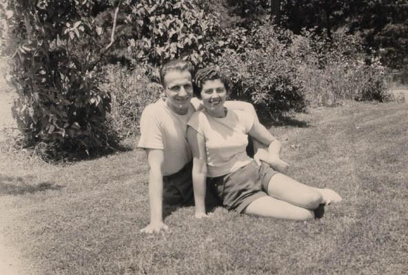 <p>Regina with Victor Gelb in Vineland, New Jersey, 1952.</p>