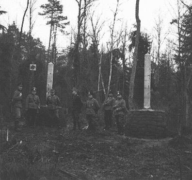 German and Soviet soldiers stand at the border of Germany, Russia, and Lithuania after the invasion of Poland. [LCID: 09864]