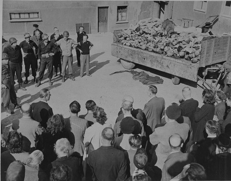 German civilians under US military escort are forced to view a wagon piled with corpses in the newly liberated Buchenwald concentration ... [LCID: 74603]