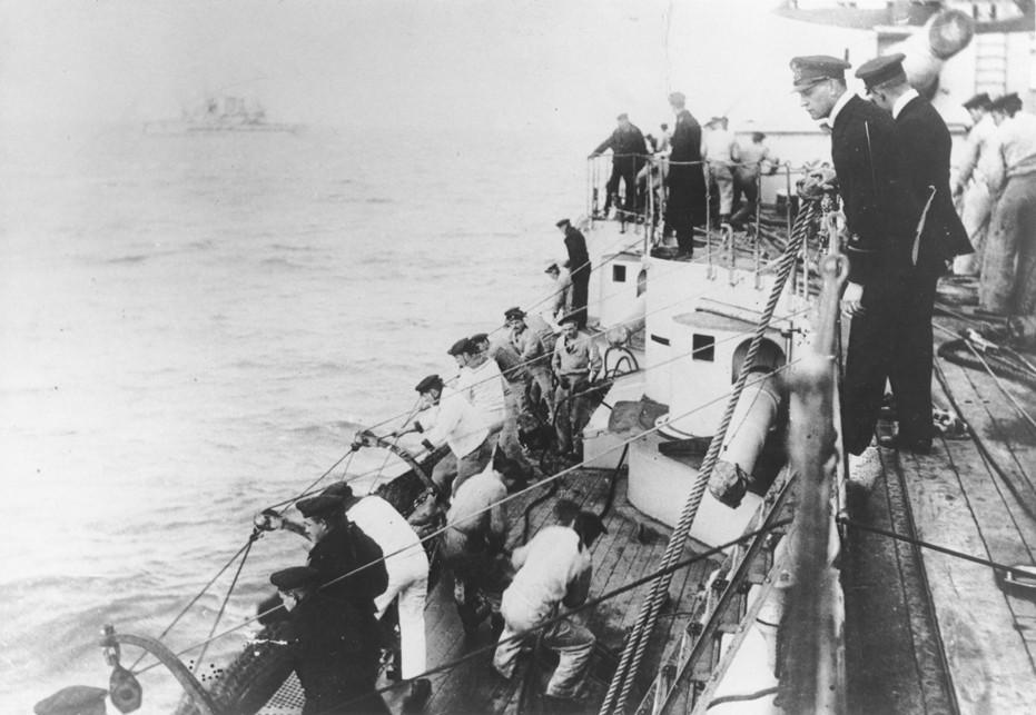 German naval officer Martin Niemöller (top, foreground) commands a U-Boat during World War I. [LCID: 63454]