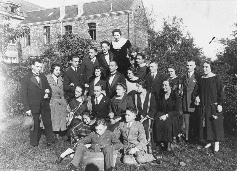"<p>Two German Jewish families at a gathering before the <a href=""/narrative/65"">Nazi rise to power</a>. Only two people in this group survived the <a href=""/narrative/72"">Holocaust</a>. Germany, 1928.</p>"