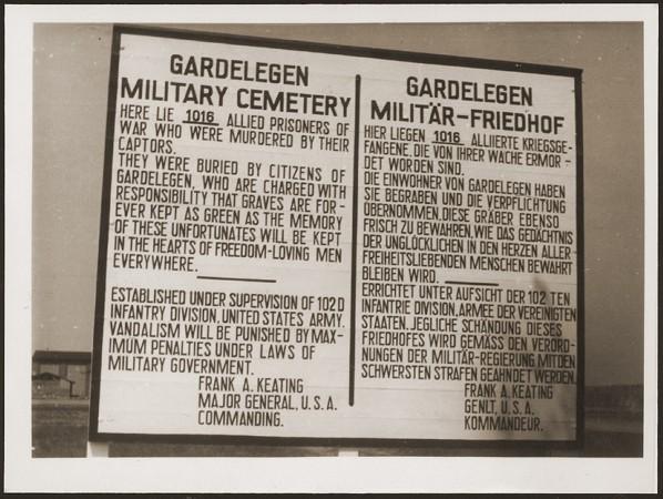<p>لافتة في الجبانة العسكرية بمدينة غاردليغن لذكرى السجناء الذين قُتلوا من قبل قوات الأمن الخاصة في مخزن قرب المدينة. ألمانيا, 18 أبريل 1945.</p>