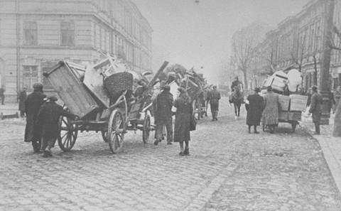 <p>Jews move into the ghetto area. Krakow, Poland, March 1941.</p>