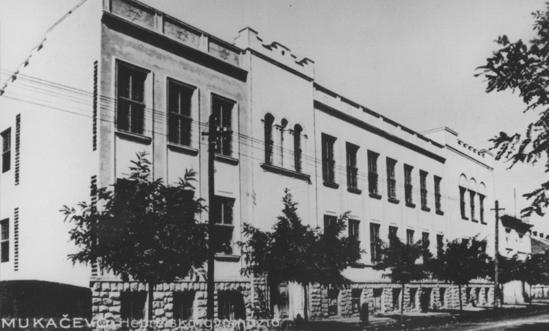 "<p>View of the Hebrew gymnasium (high school) in <a href=""/narrative/7627/en"">Munkacs</a>. 1936.</p>"