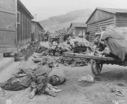 Corpses found when UStroops liberated the Gusen camp, a subcamp of the Mauthausen concentration camp. [LCID: 74790a]