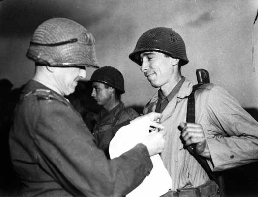 Sergeant Alexander Drabik, the first American soldier to cross the bridge at Remagen, receiving the Distinguished Service Cross for ... [LCID: sc249]
