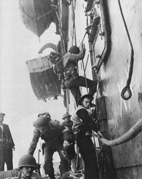 """<p>Allied troops board amphibious assault boats off the Algerian coast during <a href=""""/narrative/10685/en"""">Operation Torch</a>. North Africa, November 1942.</p>"""