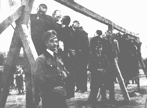 <p>The execution by hanging of Serbs and Jews in the Banat region. Yugoslavia, September 17, 1941.</p>