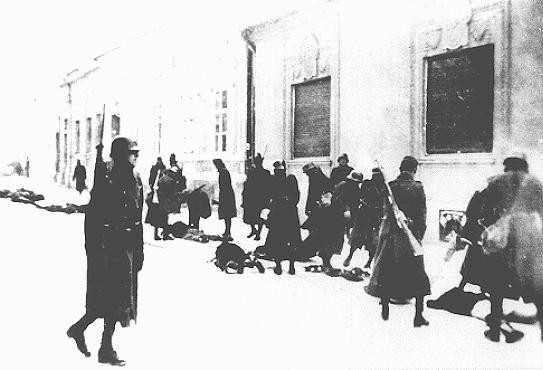 <p>Hungarian soldiers and gendarmes participate in the mass killing of Serbian Jews and Serbians. Novi Sad, Yugoslavia, January 23, 1942.</p>
