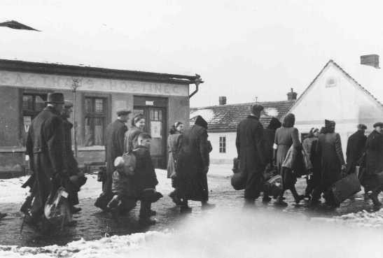"<p>Czech Jews are deported from Bauschovitz to <a href=""/narrative/5386"">Theresienstadt</a> ghetto. Czechoslovakia, between 1941 and 1943.</p>"