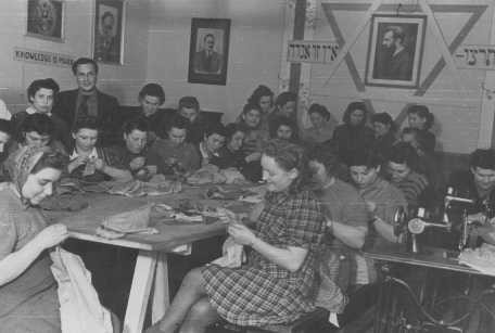 <p>Jewish displaced persons in an ORT (Organization for Rehabilitation through Training) sewing workshop. Landsberg, Germany, between 1945 and 1947.</p>