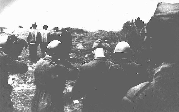 <p>Italian fascists shooting patriots in Crno Gora. Yugoslavia, date uncertain.</p>