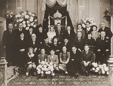 <p>Bride and groom Laura Uziel and Saul Amarillo (center) pose with their extended families during their wedding. Salonika, Greece, 1938.</p>