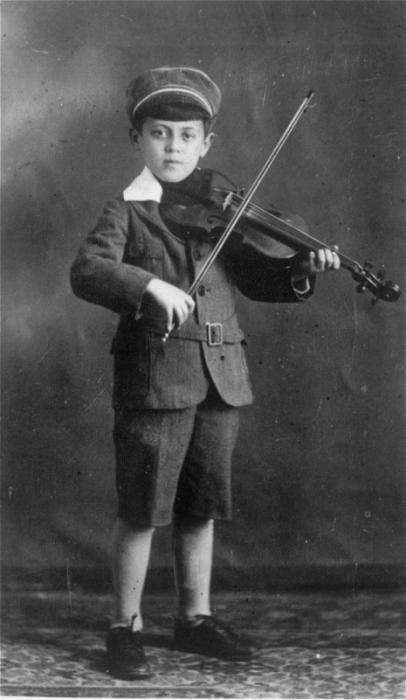 Studio portrait of Abraham Moshe Muhlbaum playing the violin