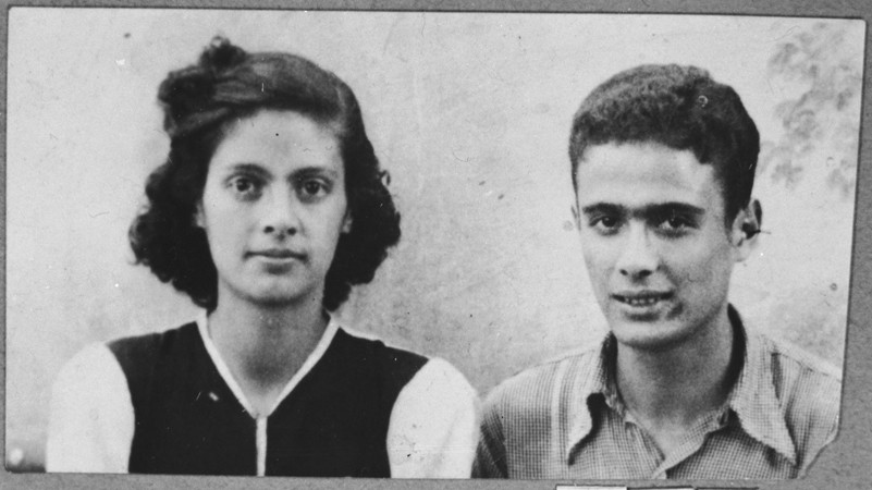 Portrait of Victoria and Isak Assael, the daughter and son of Shabetai Assael.