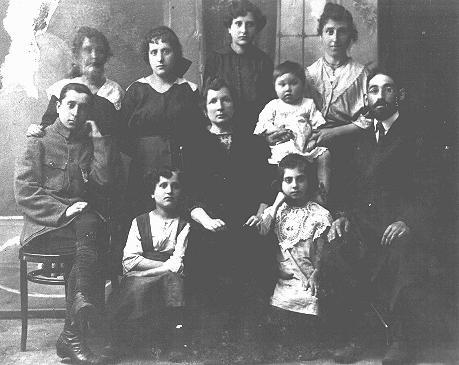 Portrait of a Jewish family. Pinsk, Poland, ca. 1922.