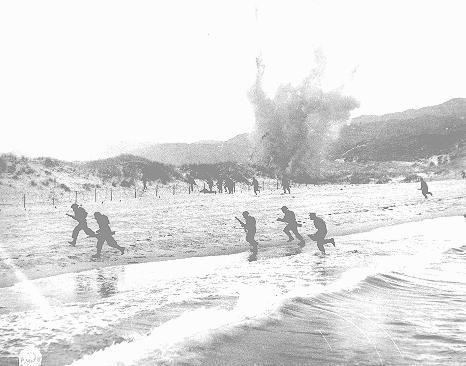 British troops land on the beaches of Normandy on D-Day, the beginning of the Allied invasion of France to establish a second front ... [LCID: 04733]