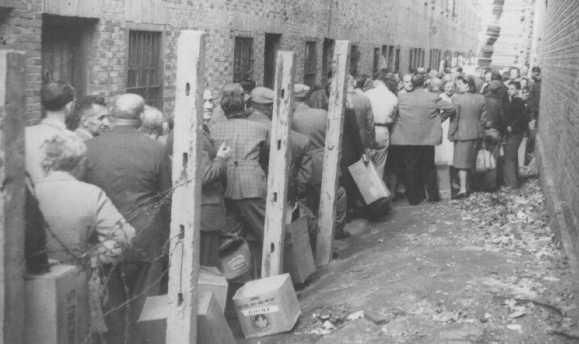 Jewish refugees line up to receive food provided by the American Jewish Joint Distribution Committee (JDC) after the war. [LCID: 71622]