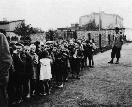 A group of children assembled for deportation to Chelmno. [LCID: 50334]