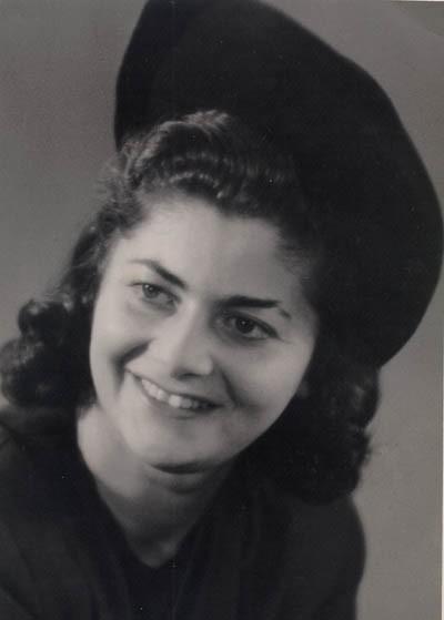 Regina's sister Hania (later Anna Wilson). Berlin, Germany, 1946. [LCID: gelb12]