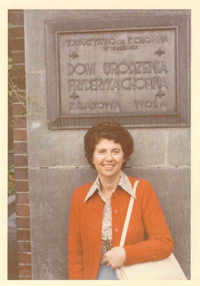 Regina at Zelazowa Wola (near Warsaw), the birthplace of Frederick Chopin, during a visit to Poland in August 1980. [LCID: gelb1]