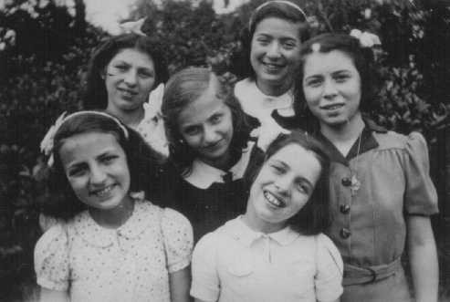 Six Jewish girls hidden from the Nazis at the Dominican Convent of Lubbeek near Hasselt. [LCID: 78027]