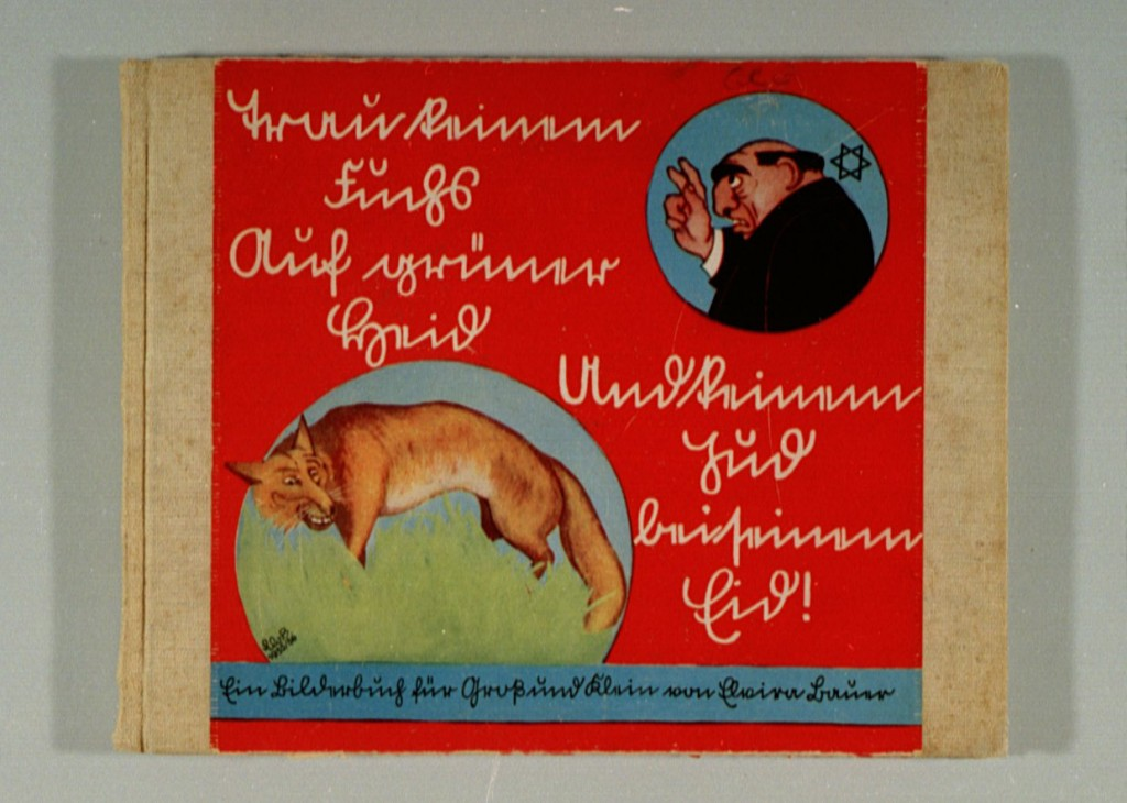 """<p>Антисемитская книга для детей, изданная в 1936 в Нюрнберге (Германия). Название книги переводится с немецкого как """"Не верь лисе в кустарнике, не верь еврейским клятвам: книжка с картинками для молодых и старых"""". На обложке изображена лиса, спрятавшаяся в кустарнике, и карикатура на дающего клятву еврея.</p>"""
