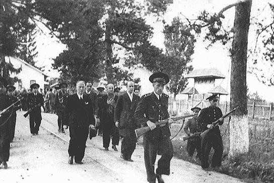 <p>Former Romanian prime minister Ion Antonescu being led to his execution. Camp Jivava, near Bucharest, Romania, June 1, 1946.</p>
