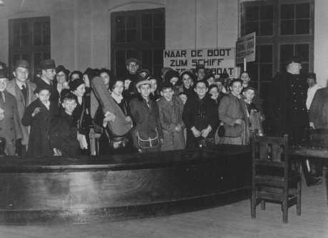 <p>Enfants juifs réfugiés d'Allemagne nazie. Pays-Bas, 12 février 1938.</p>