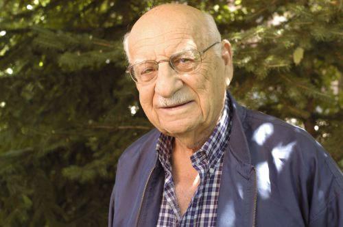 2005 portrait of Aron Derman.